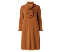 Kleid mit gebundener Schluppe