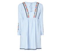 Kleid mit floralen Stickereien und Zierborten
