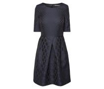 Kleid mit eingewebtem Punktemuster