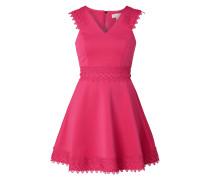 Kleid mit Besatz aus Häkelspitze