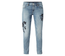 Cropped Skinny Fit Jeans mit floralen Stickereien