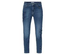 Girlfriend Fit Jeans mit floralen Stickereien
