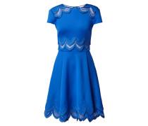 Kleid mit Zierborten und Kontrasteinsätzen