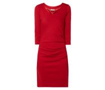 Kleid mit drapierten Falten