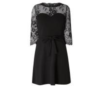 Kleid aus Krepp mit Spitzeneinsatz