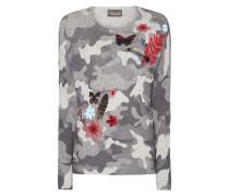 Pullover mit Camouflage-Muster und Stickereien