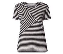 Shirt wechselndem Streifenmuster