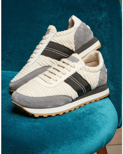 Sneakers aus Breitcord und Veloursleder