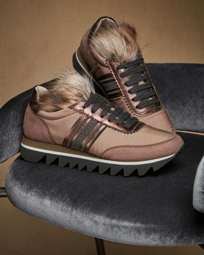 Sneakers in Veloursleder und Taft