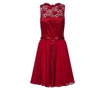 Kleid aus Spitze weinrot