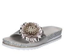 Pantolette mit Blütenapplikation silber