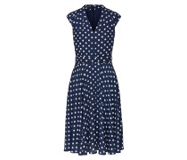 Kleid mit genähten Falten an den Schultern