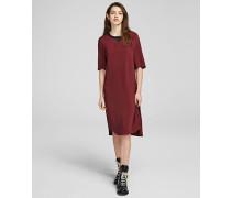 Kleid mit Druckknöpfen am Seitenschlitz