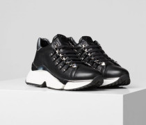 Aventur Chain Sneaker