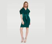 Figurbetontes Kleid mit Rüschen