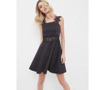Strukturiertes Kleid mit Spitzendetails