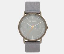 Uhr mit Strukturiertem Armband