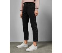 Nietenbesetzte Jeans
