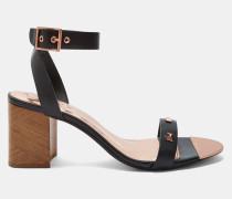 Sandalen mit Nietenbesetzter Zierschleife