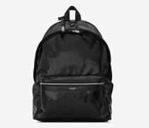 city rucksack aus schwarzem lackleder