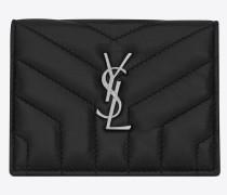 loulou kreditkartenetui mit überschlag aus schwarzem glanzleder mit y-steppnähten