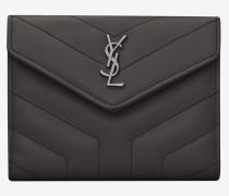 kompaktes loulou portemonnaie aus asphaltgrauem glanzleder mit y-steppnähten
