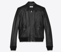 jacke aus glänzend schwarzem leder mit abgerundeten taschen und nietenbesatz am kragen