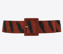 breiter gürtel aus cognacfarbenem veloursleder mit schwarzen zebrastreifen
