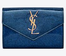 Kleines Portemonnaie aus blauglänzendem Lackleder mit Überschlag