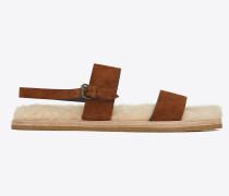 Noé Sandale aus karamellbraunem Veloursleder und beigem Lammfell