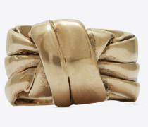 Ring aus hellgoldfarbenem Metall mit drapierter Schleife