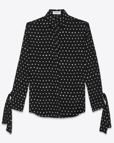 bluse aus schwarzem viskosecrêpe mit langen ärmeln mit schlaufen und weißen tupfen