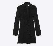 Schwarzes Kleid mit Schleife am Ausschnitt und Metallic-Tupfen