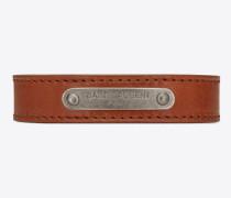 id-armband aus braunem leder und gebürstetem, silberfarbenem metall