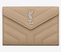 Kleines Loulou Portemonnaie mit Überschlag aus dunkelbeigem Glanzleder mit Y-Steppnähten