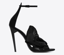 freja 105 sandale aus schwarzem lackleder mit schleife