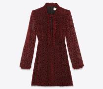 Lavallière-Kleid aus burgunderrotem Samt mit Schneeflockenprint