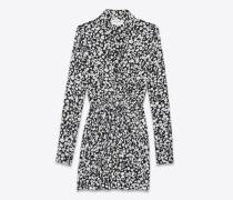 langärmeliges mini-hemdkleid aus schwarzem und weißem seidencrêpe mit geraffter taille