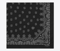 quadratischer bandanaschal aus kaschmir mit schwarz-weissem paisleymuster und silketamin