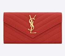 großes portemonnaie mit überschlag aus rotem matelassé-leder mit struktur