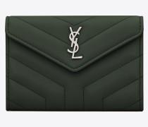 Kleines Loulou Portemonnaie mit Überschlag aus dunkelgrünem Glanzleder mit Y-Steppnähten