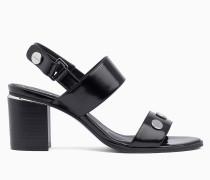 Nietenbesetzte Sandalen mit Keilabsatz