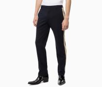Anliegende Hose mit seitlichen Streifen