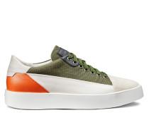 Niedriger Sneaker aus Textil und Leder