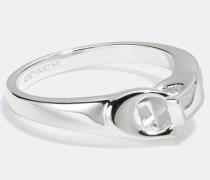 Ring mit charakteristischem Glieder-Design