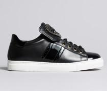 Sneakers aus Leder mit Herzaufnäher