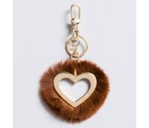 Schlüsselanhänger in Herzform mit Pelz
