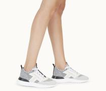 Sneakers aus Strickmaterial