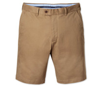 Slim Fit Chino Shorts in Gelbbraun
