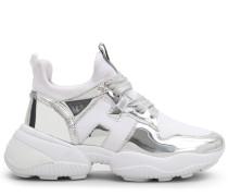 Interaction, Sneaker